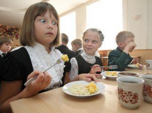 В Астрахани пытаются найти деньги на бесплатное питание школьников