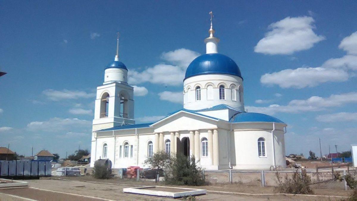 В астраханской сельской церкви за полгода замироточили 18 икон
