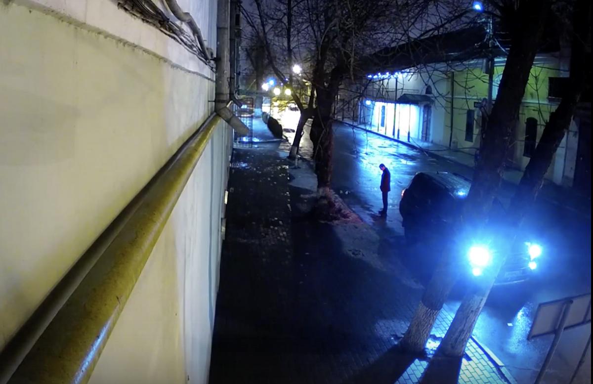 В Астрахани ищут водителя черного внедорожника, который таранит автомобили