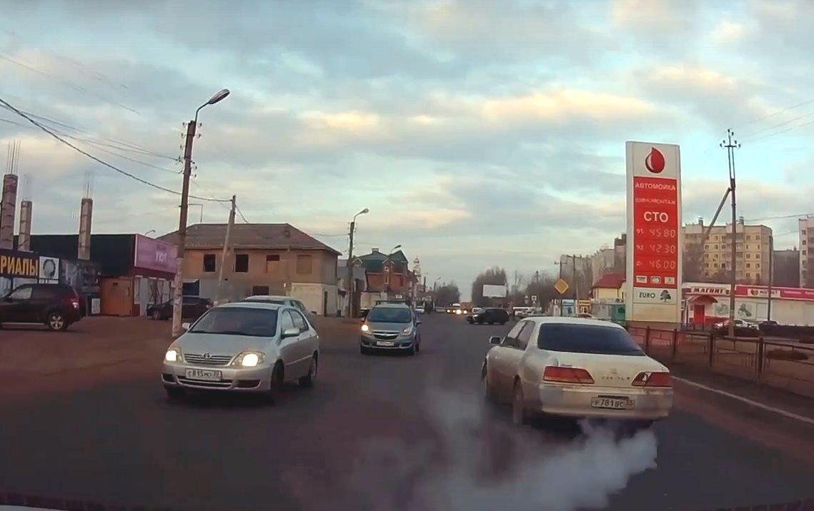 Астраханец устроил аварию на ровном месте