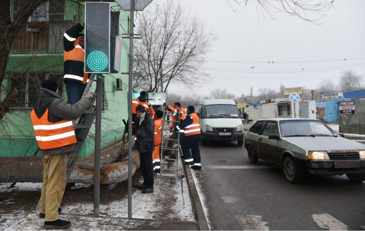 На улице Татищева заработал новый светофор