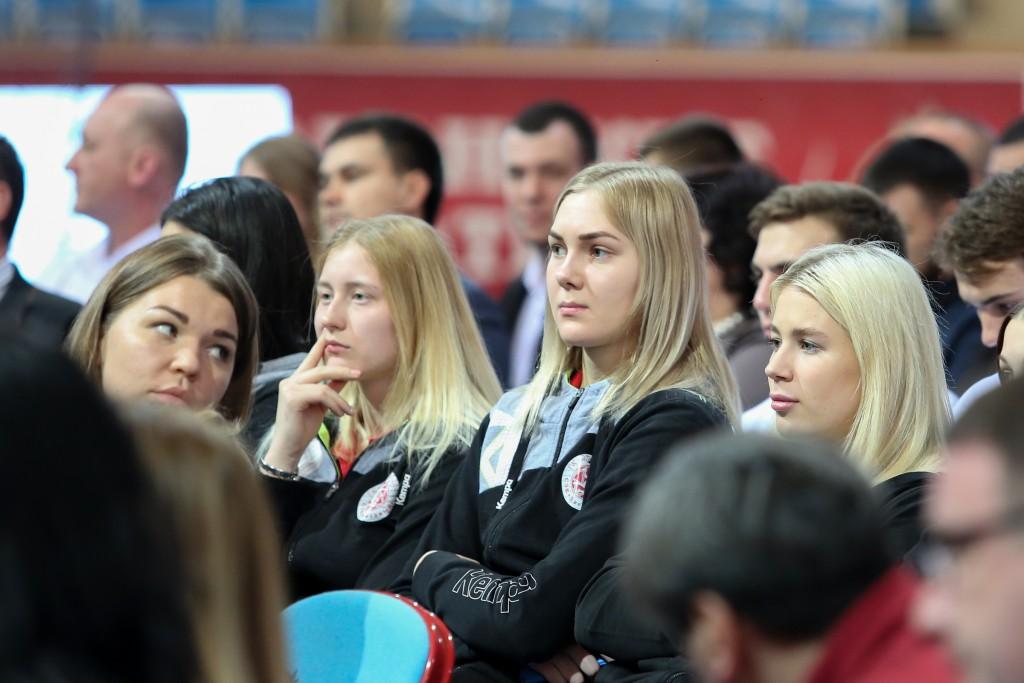 Сергей Морозов призвал активно вовлекать астраханцев в спорт