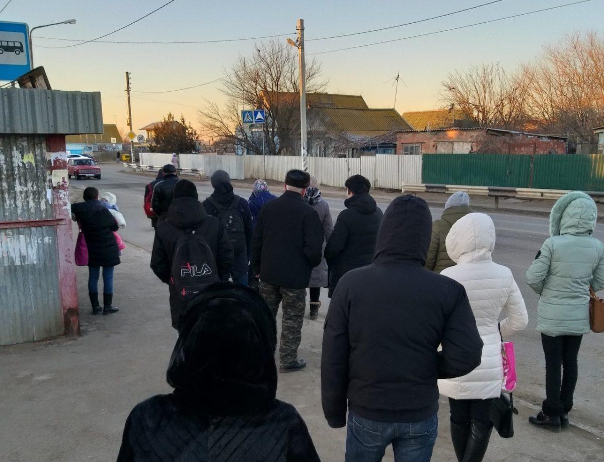 Фото дня: астраханцы не могут уехать из поселка Ильинка