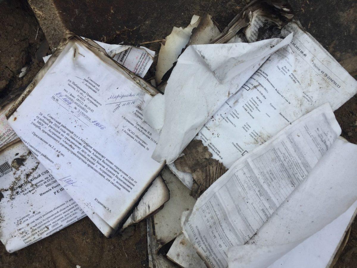 Около микрорайона Бабаевского нашли свалку с ксерокопиями паспортов