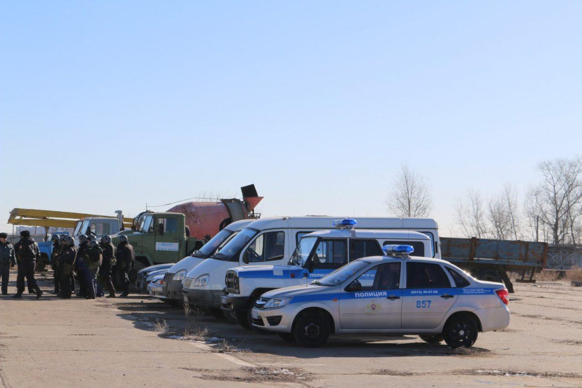 Стало известно, что вчера делал ОМОН в микрорайоне Бабаевского