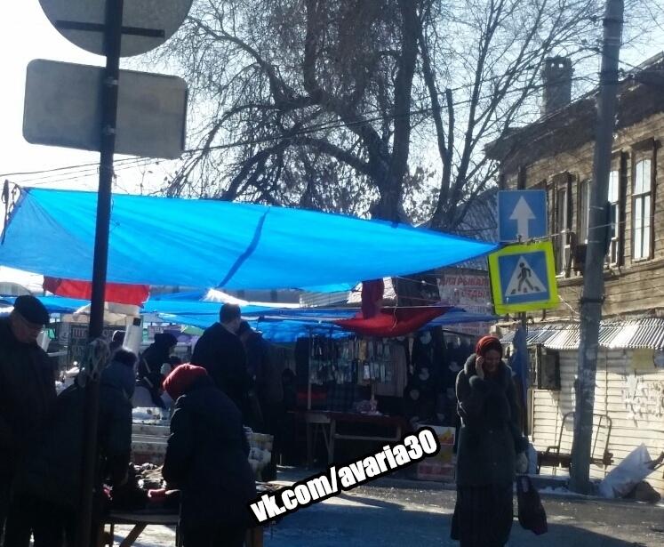 В Астрахани торговцы вновь перекрыли движение по улице