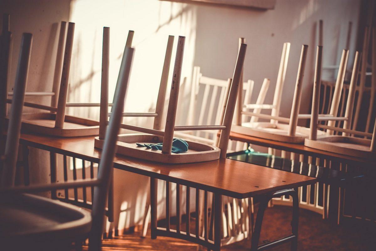 Из-за мороза часть астраханских школ оставила учеников дома