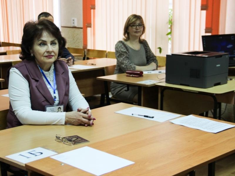 Астраханские родители и чиновники сдали ЕГЭ по русскому