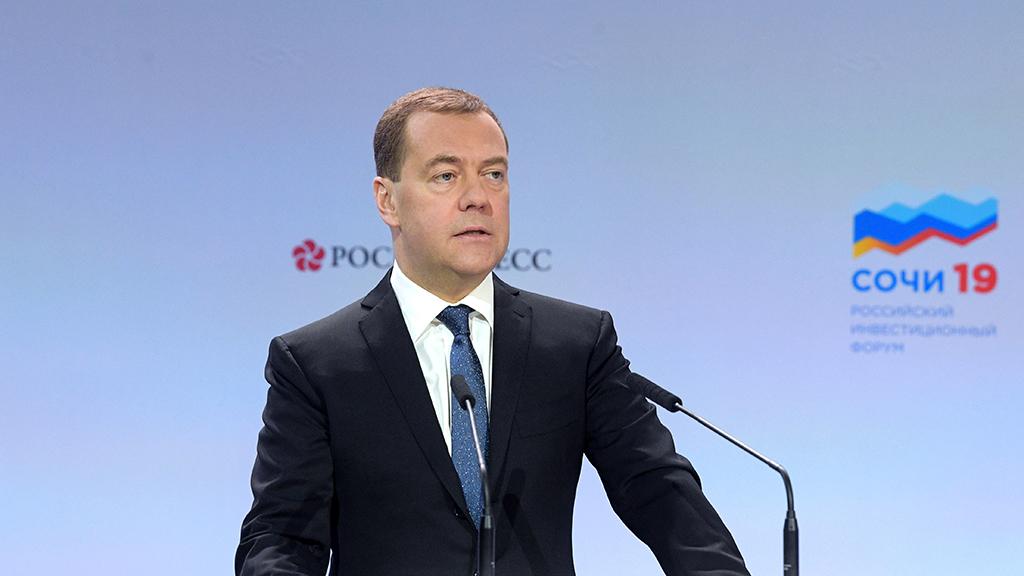 Дмитрий Медведев предложил детально изучить жизнь бедных россиян