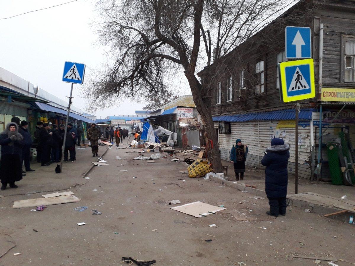 Продавцы освободили перекрытую дорогу на Больших Исадах