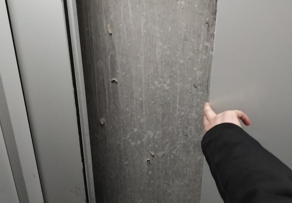 В новостройке упал лифт с астраханцами
