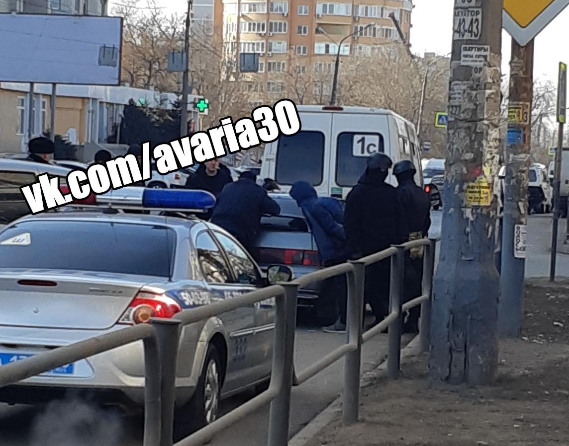 На улице Софьи Перовской задержали наркодилера