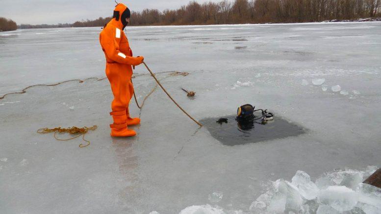 Водолазы в Астраханской области нашли тело рыбака