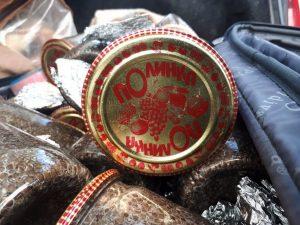 Астраханцы хранили в гараже осетров и икру на полтора миллиона рублей