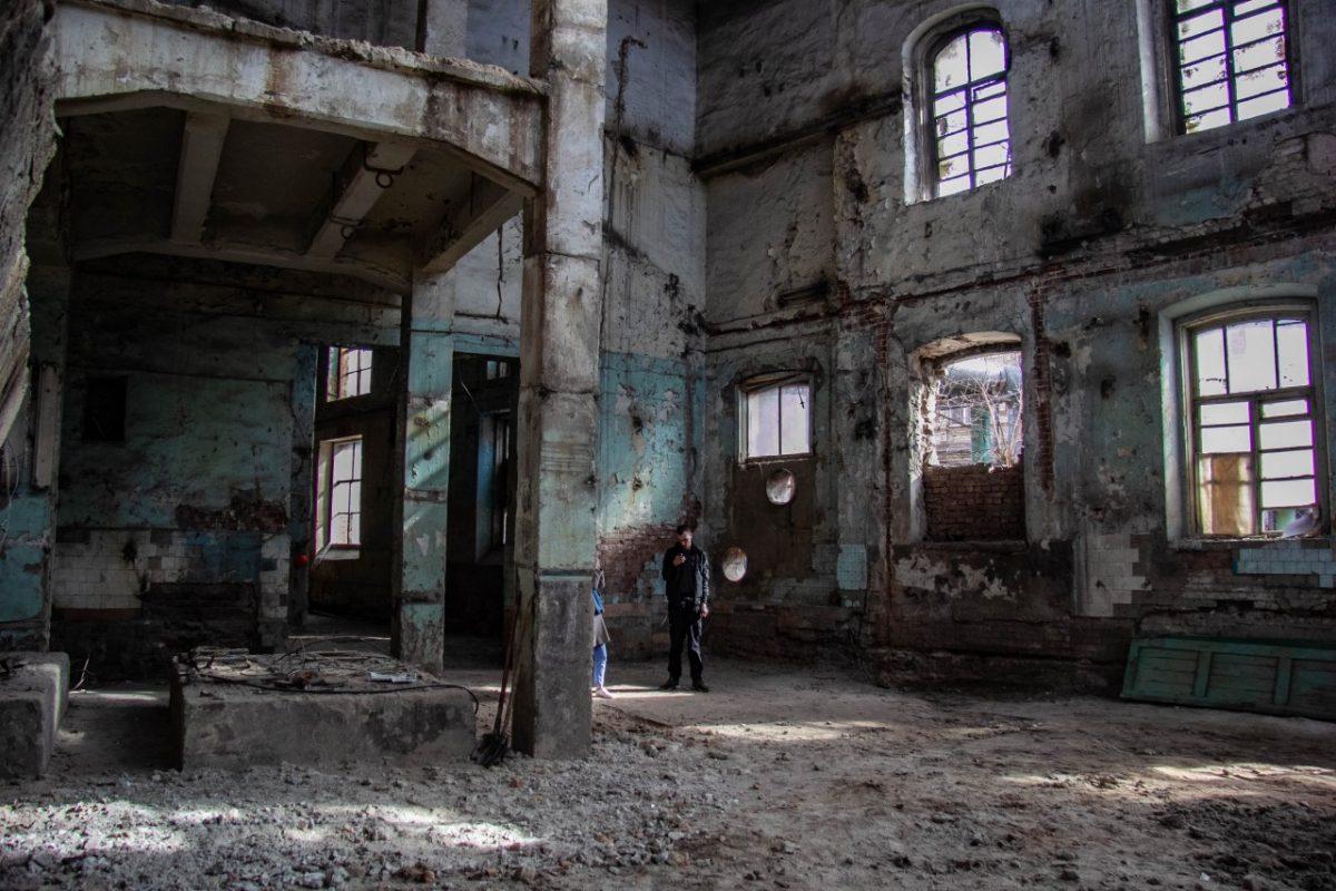 Что сейчас происходит на территории старинной электростанции в центре Астрахани. Видео