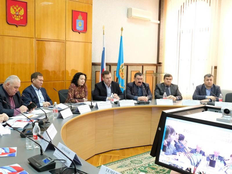 Астраханские депутаты приняли участие в круглом столе, посвященном развитию цифровой экономики