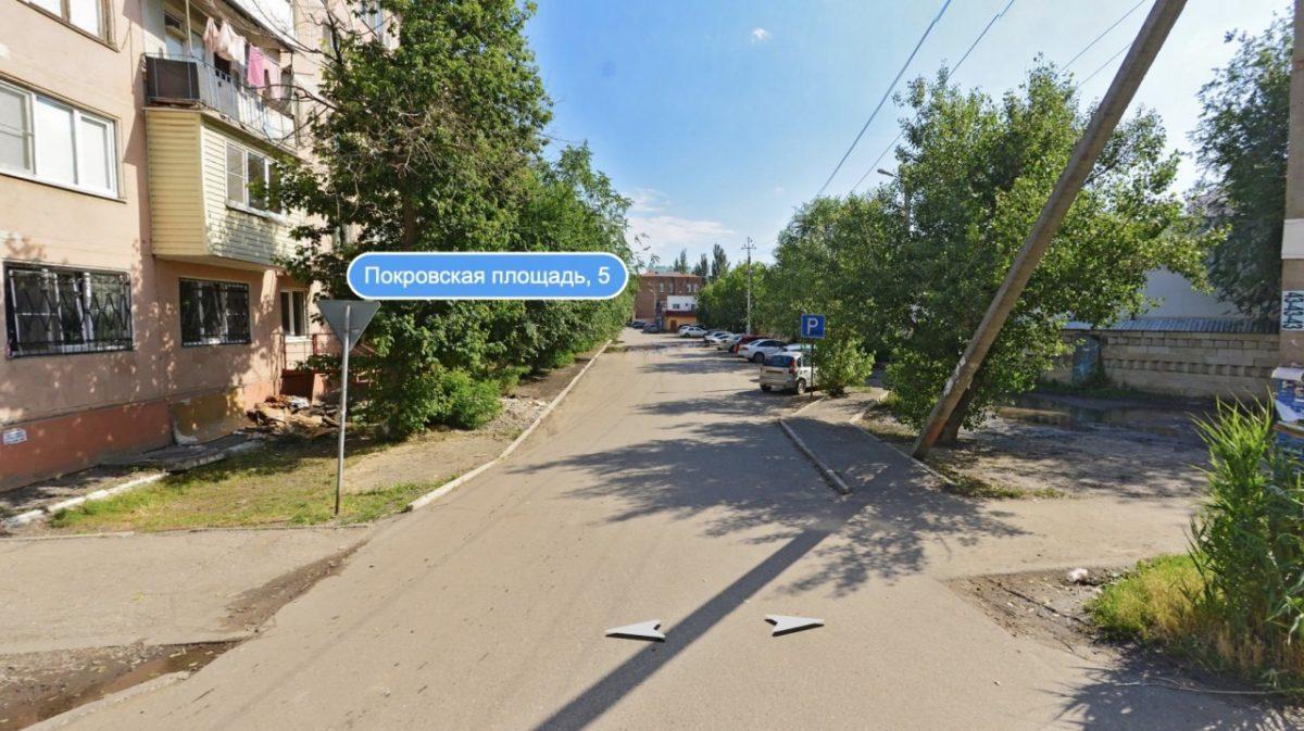 В Астрахани ночью воруют деревья. Видео