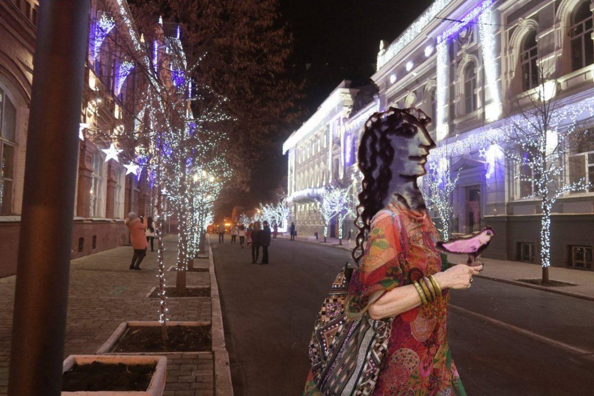 Французский скульптор посвятила арт-коллажи Астрахани. Кремль, сайдинг и кубизм