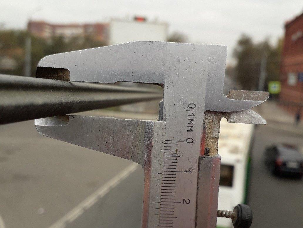 В Астрахани замерили толщину остатков троллейбусных проводов