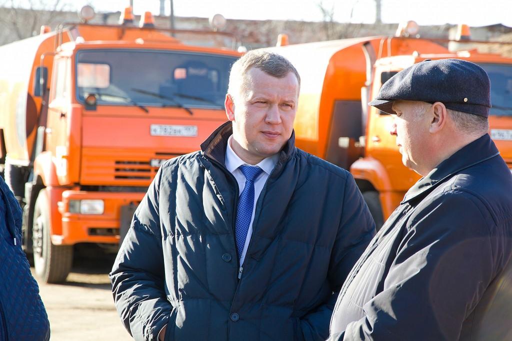 Астраханские коммунальщики получили спецтехнику из Калуги и Москвы