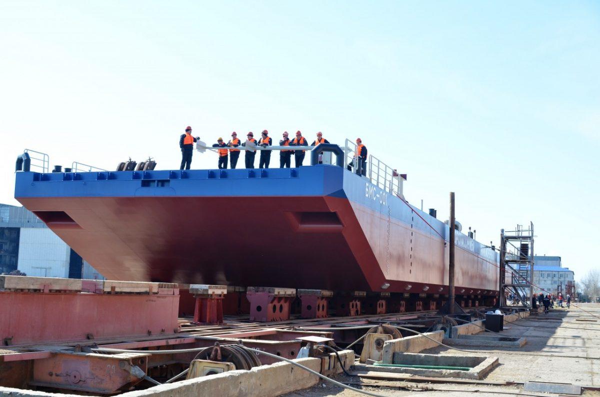 Завод «Лотос» спустил на воду новое судно с опережением графика