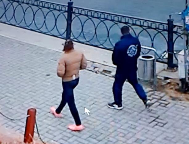 Полицейские нашли влюбленную парочку, которая украла забор с астраханской набережной
