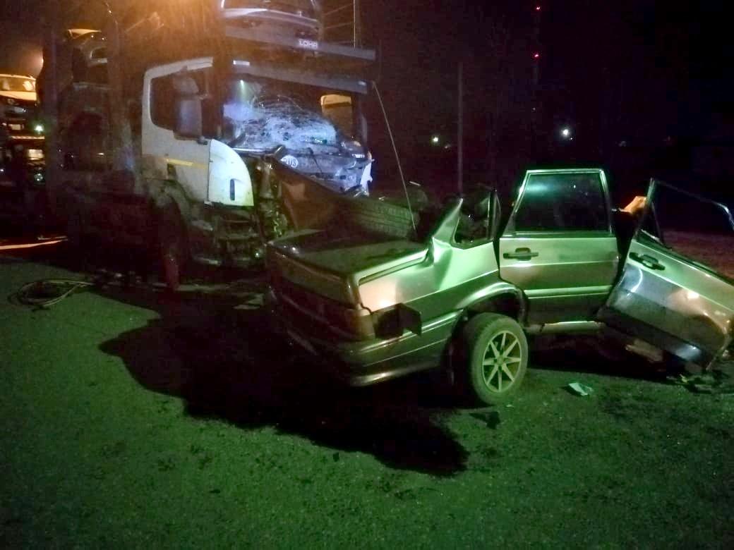 В Астраханской области столкнулись «Лада» и автомобилевоз. Погиб водитель