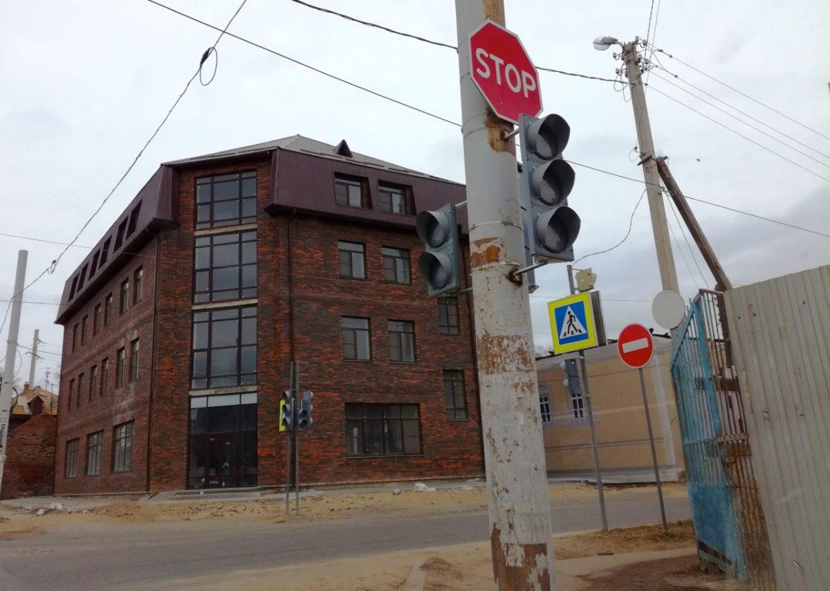 Еще два перекрестка в Астрахани теперь со светофорами