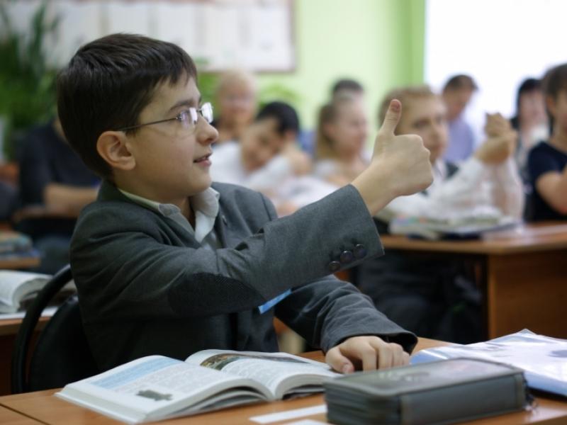Астраханские школьники оплачивают обеды ладошкой