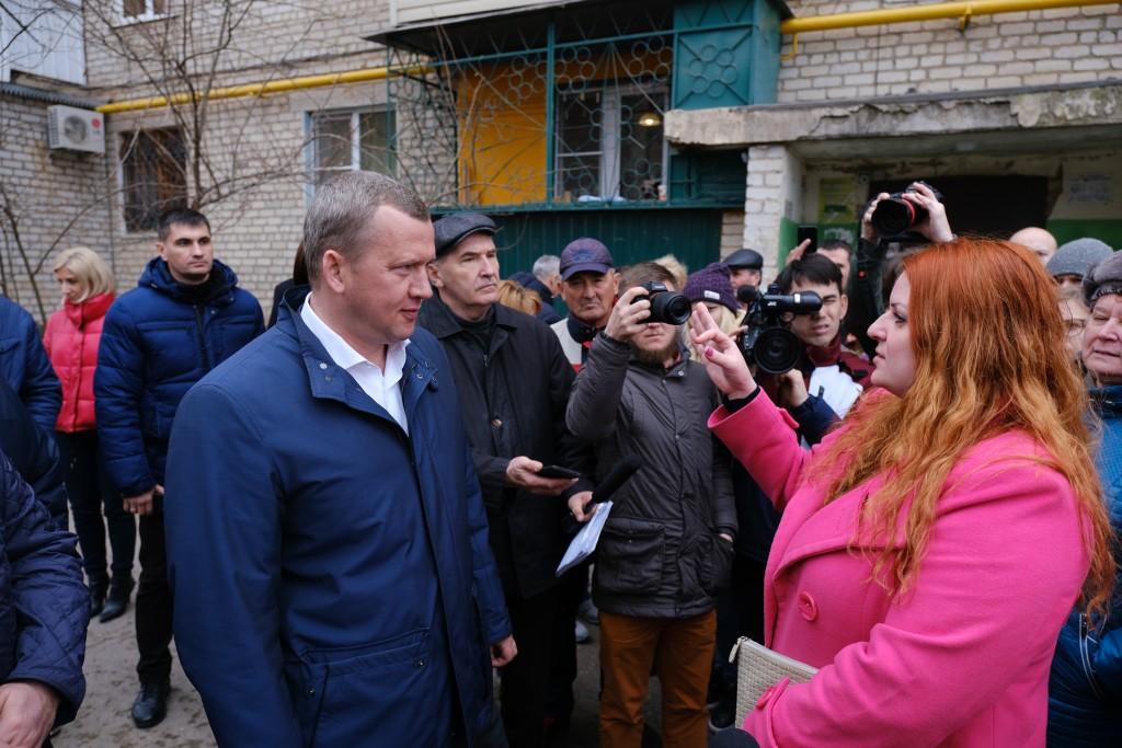 Сергей Морозов потребовал комплексно благоустраивать придомовые территории