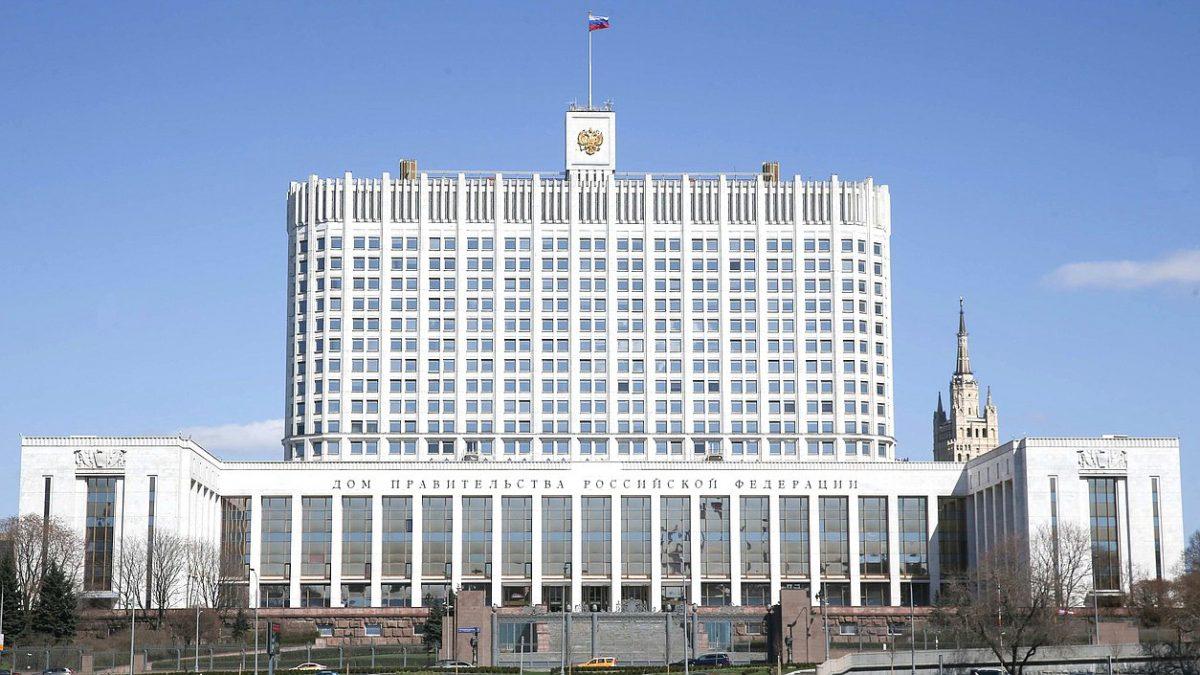 Чиновники правительства России получают самые большие зарплаты