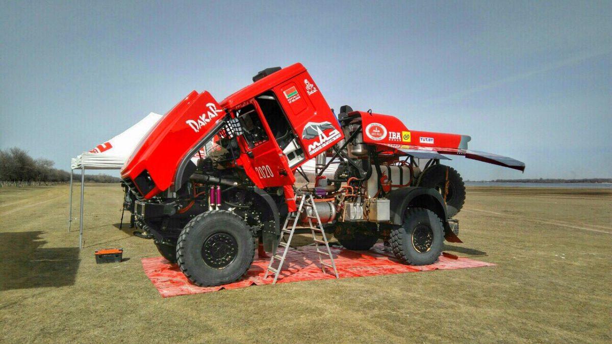 В Астраханской области гонщики испытывают новый грузовик МАЗ