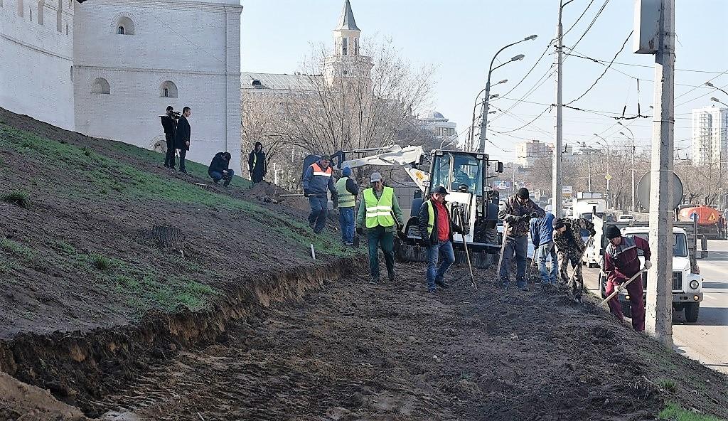 В Астрахани начали благоустраивать откосы кремля