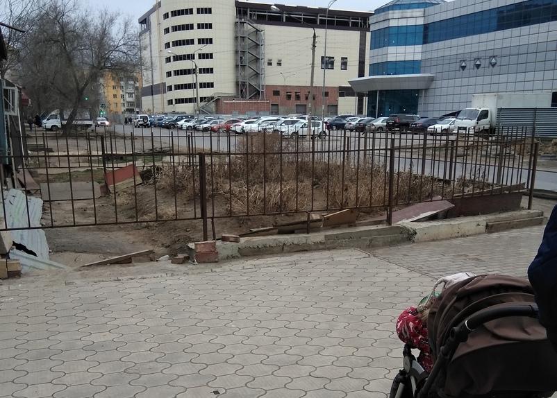 Астраханцы просят обустроить пешеходный переход около ТЦ