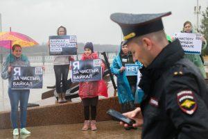 В Астрахани прошел быстрый митинг за чистый Байкал. Фоторепортаж