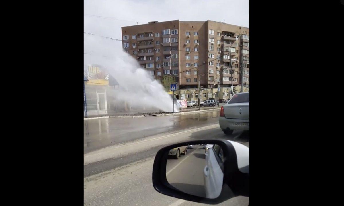 В Астрахани забили фонтаны коммунальщиков