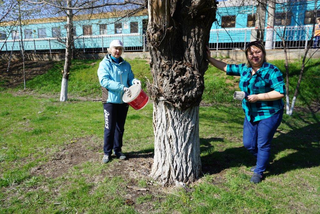 В юбилейных трудовых субботниках принимают участие астраханские  работники ПривЖД