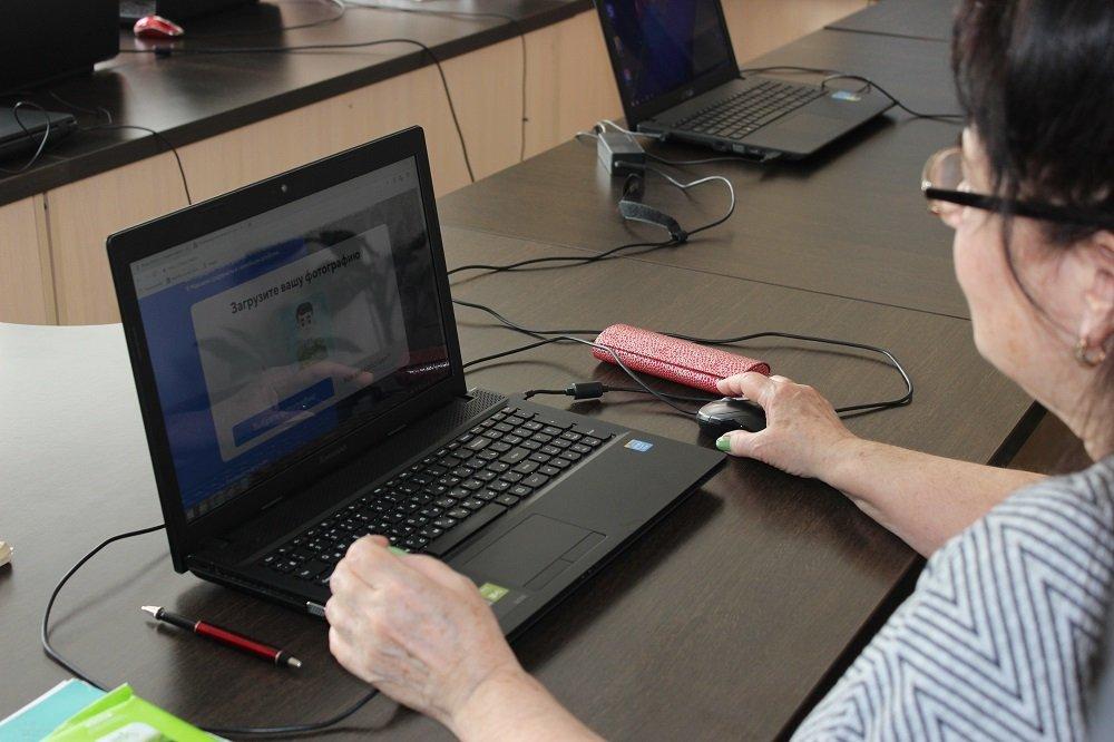 К астраханским пенсионерам приехала «Скорая цифровая помощь»
