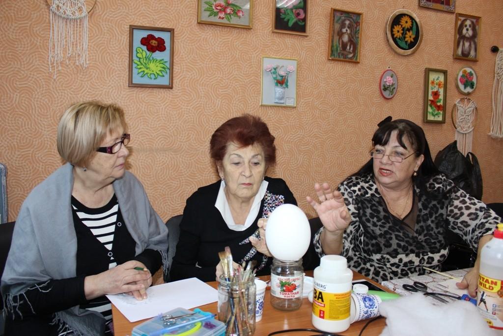 Астраханских пенсионеров погружают в магические процессы