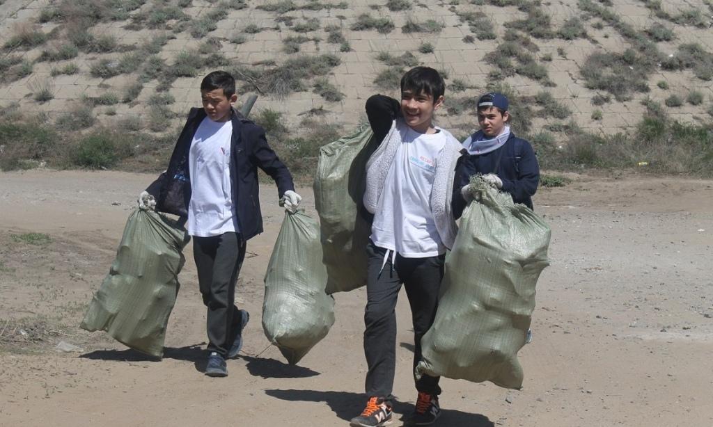 Астраханцам предлагают убирать мусор в форме игры