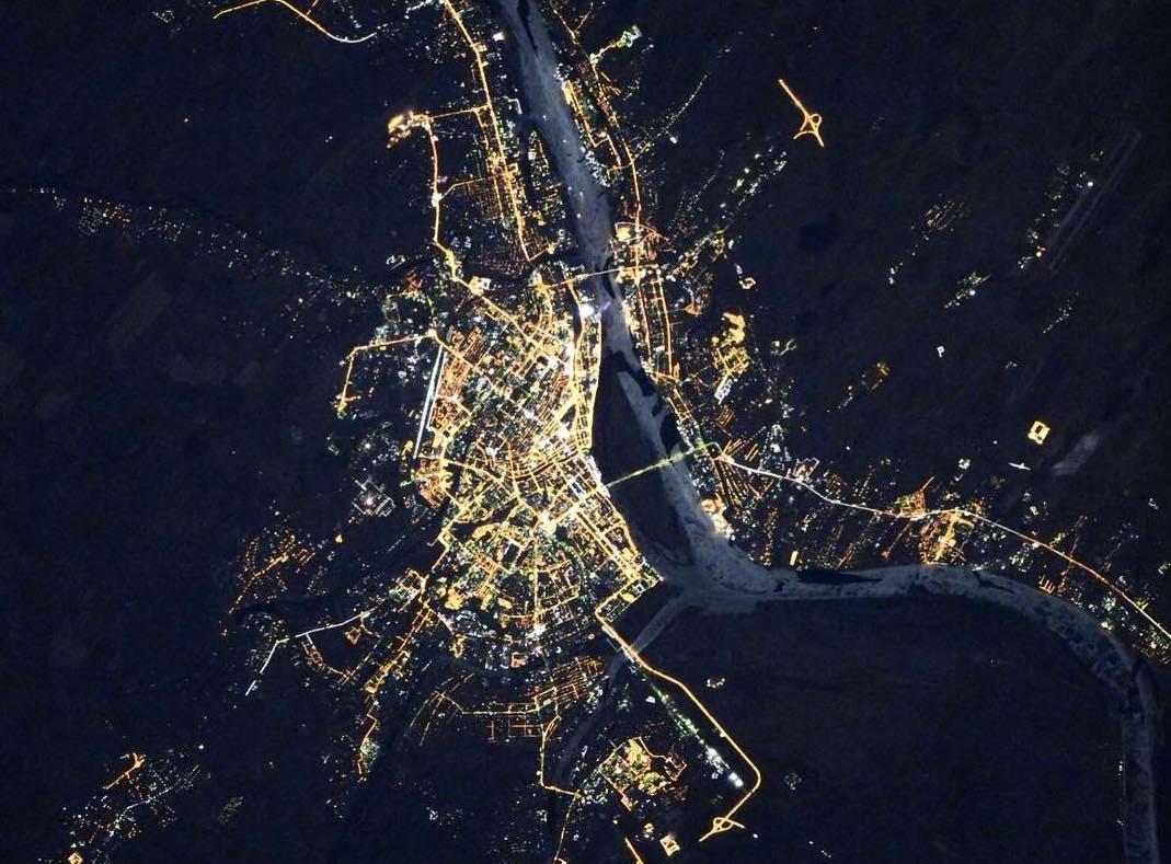 Космонавт сфотографировал ночную Астрахань