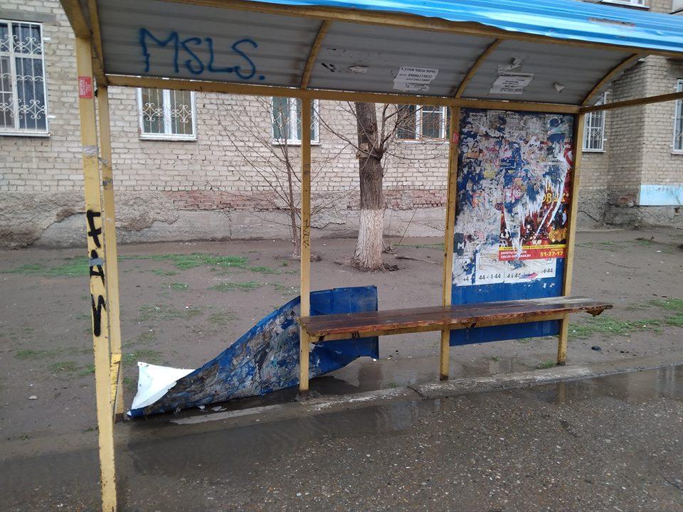 Вандалы сломали остановочный пункт в микрорайоне Юго-Восток-2