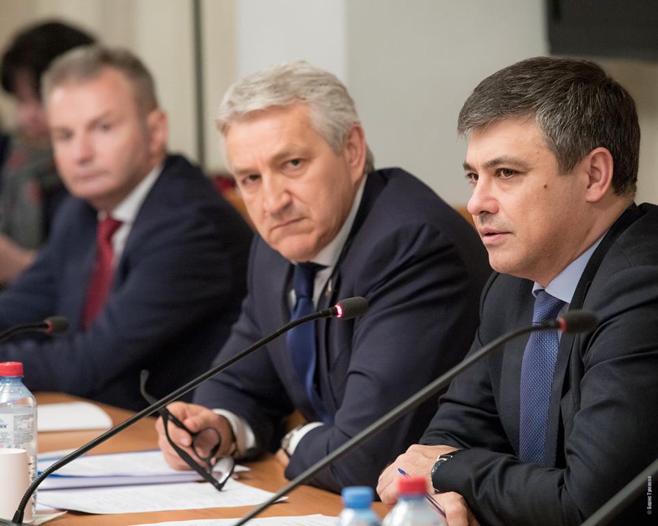 Леонид Огуль намерен решительно бороться с противниками прививок