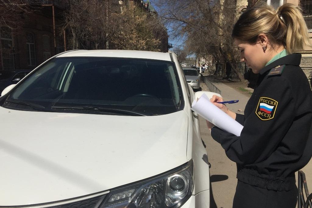 В Астрахани мужчина оплатил 199 штрафов ГИБДД за день