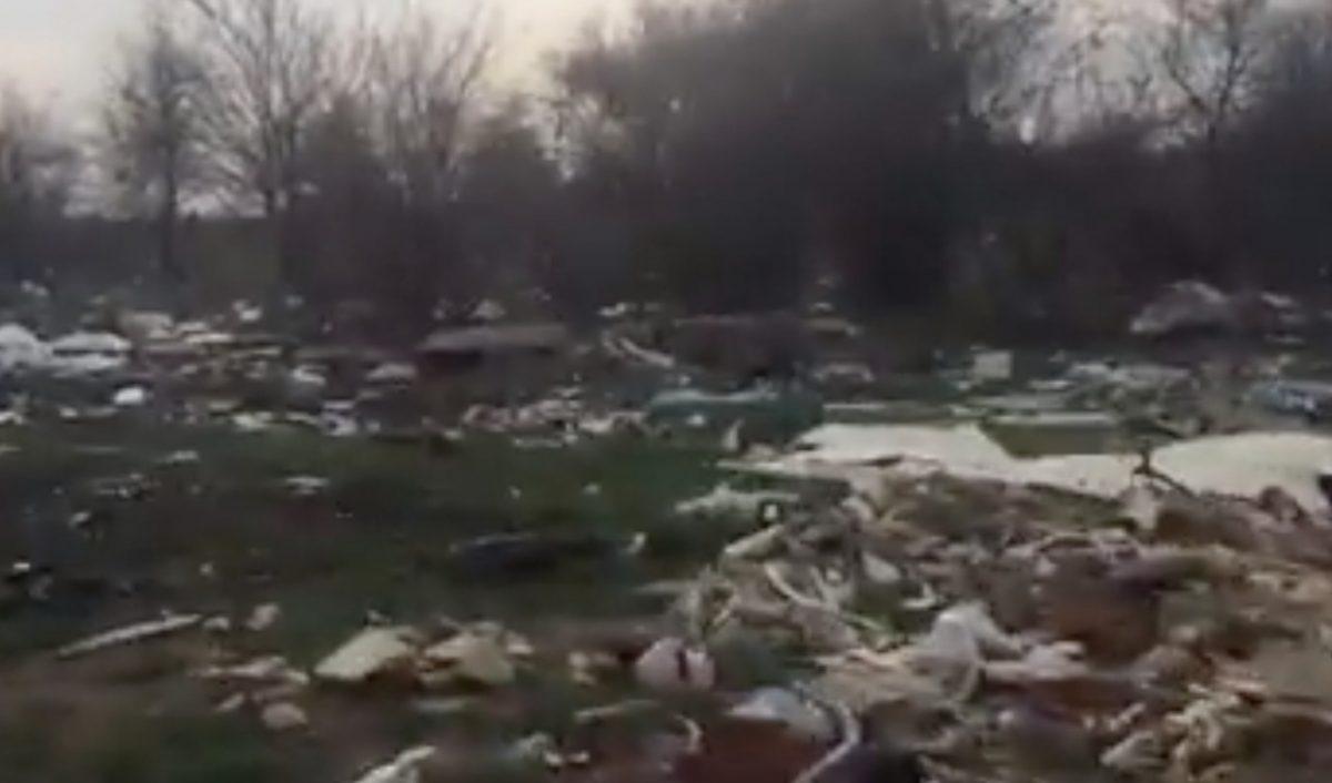 Астраханцы обнаружили крупную свалку на выезде из города. Видео