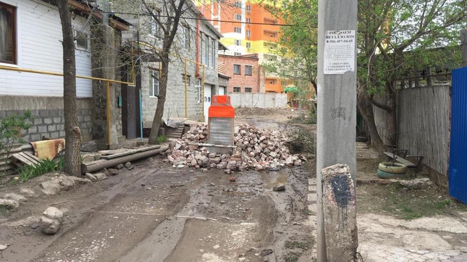 Недовольные жители перекрыли дорогу на астраханской улице
