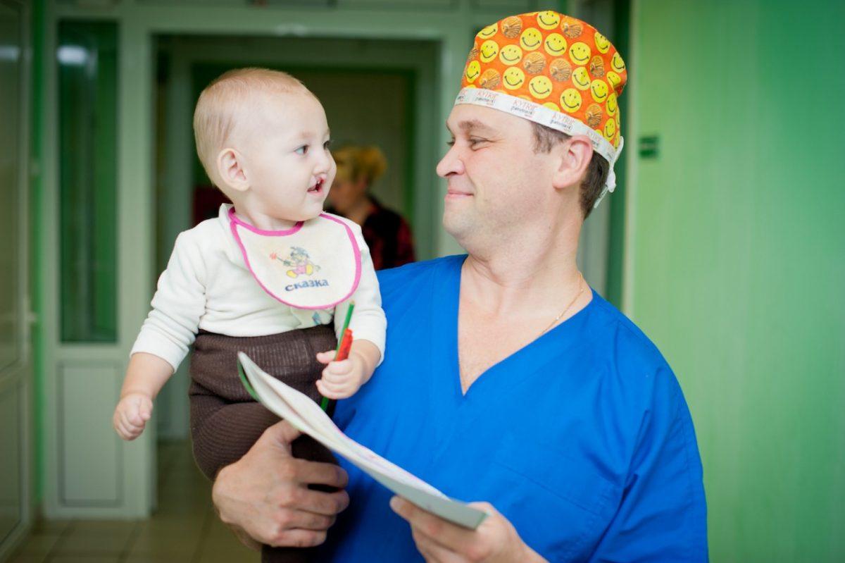 В Астрахани врачи бесплатно прооперируют детей с расщелинами губы и неба