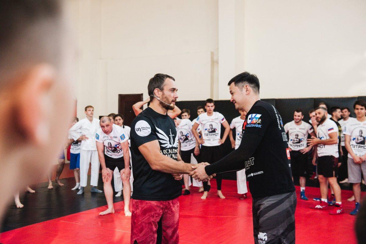 Непобедимый борец UFC провёл мастер-класс для астраханских подростков