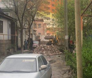 Астраханцы написали заявление в полицию после сноса импровизированного «кирпича»