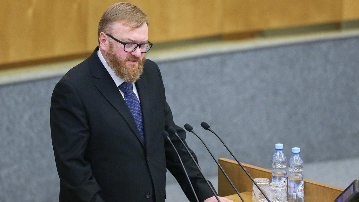 Депутат Милонов предложил меньше работать в зимнее время